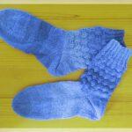 Warum dauert es viel länger einfarbige als bunte Socken zu stricken?